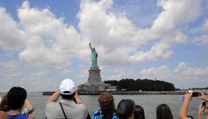 Estatua de la Libertad en NYC - vista desde el barco