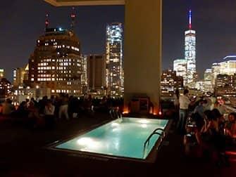 Los mejores rooftop bars en Nueva York - piscina de Jimmy