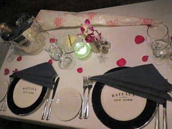 Cruceros con cena de San Valentin en Nueva York - mesa