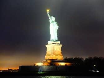 Crucero con cena de San Valentín en Nueva York - Statue of Liberty