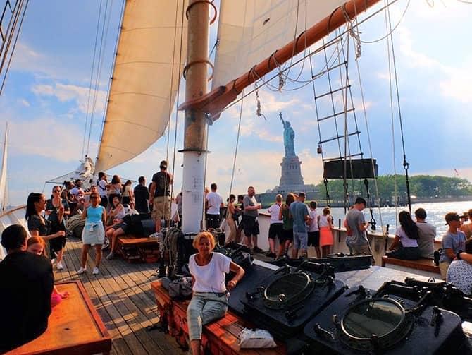 Crucero en gran velero a la Estatua de la Libertad en Nueva York - Navegar
