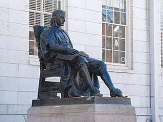 Excursión desde Nueva York a Boston en bus - Estatua de John Harvard
