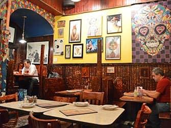 La mejor pizza de Nueva York - Interior Johns Pizzeria