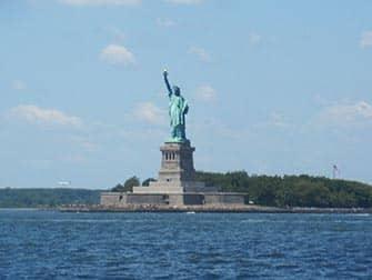 Pack de descuento tour en bus y pase para atracciones en Nueva York - Estatua de la Libertad
