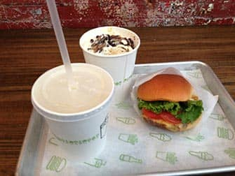 Shake Shack en NYC - hamburguesa y batido