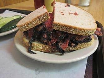 Almuerzo en Nueva York - bocadillo de pastrami