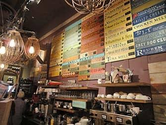 Bagels en NYC - Grey Dog interior