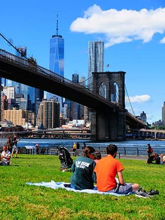 Brooklyn Bridge Park en Nueva York - Descansando