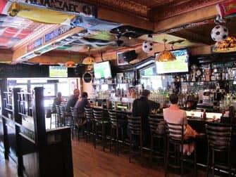 Los mejores bares para ver el futbol en Nueva York - interior Baker Street