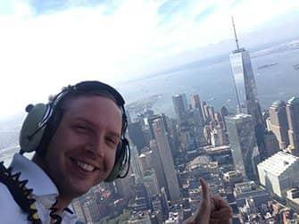 Vuelo en helicóptero sin puertas por Nueva York - Selfie