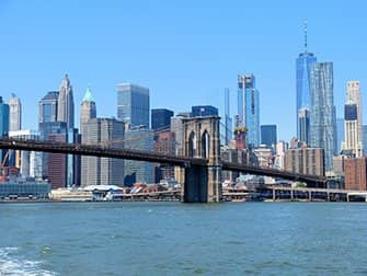 NYC Ferry en Nueva York - Brooklyn Bridge