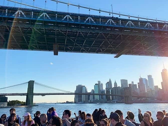 Crucero Happy Hour en Nueva York - Navegando por el East River
